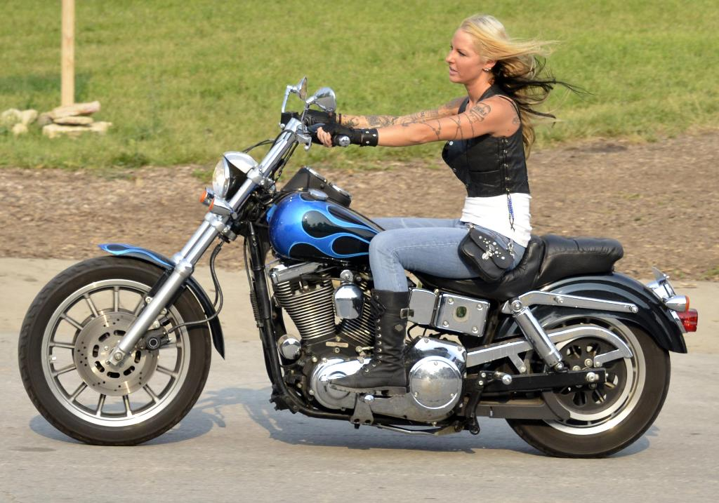 mandy white and her 1996 harley davidson low rider cycle connections motorcycle magazine. Black Bedroom Furniture Sets. Home Design Ideas