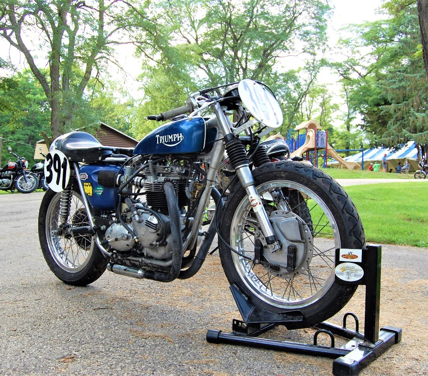 Dave Spanjars Triumph racing bike